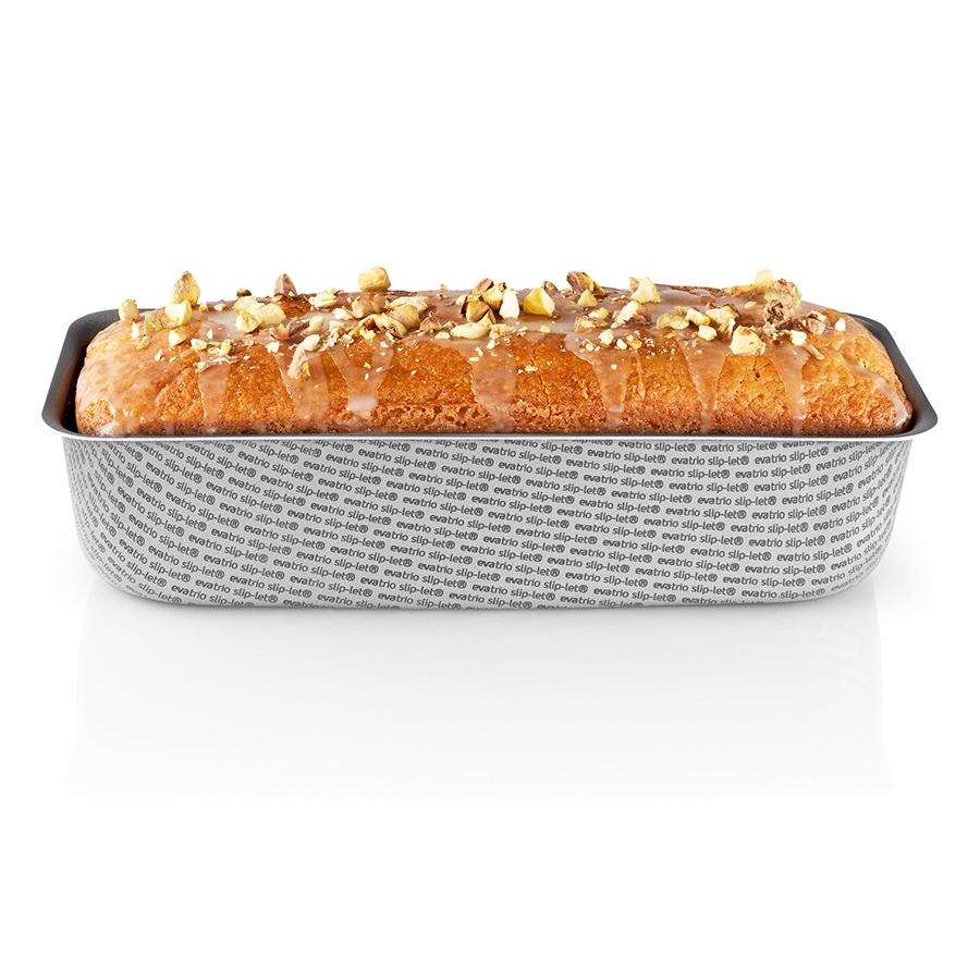 Форма для выпечки хлеба с антипригарным покрытием Slip-Let® 1,35 л Eva Solo 202024Формы для запекания (выпечки)<br>Форма для выпечки хлеба с антипригарным покрытием Slip-Let® 1,35 л Eva Solo 202024<br><br>Данная модель принадлежит к профессиональной серии форм для выпечки хлеба Eva Trio. Форма позволяет выпекать все виды хлебного теста, в том числе ржаного. Благодаря плавным скругленным углам и выступающим по периметру бортикам форму удобно держать в руках и переносить. Модель выполнена из легкого, и в то же время прочного чугуна с антипригарным покрытием, которое позволяет выпекать тесто без использования растительного или животного жира в качестве смазки. Форму рекомендуется мыть в теплой воде с добавлением щадящего моющего средства, а также не использовать жесткие металлические скребки.<br>