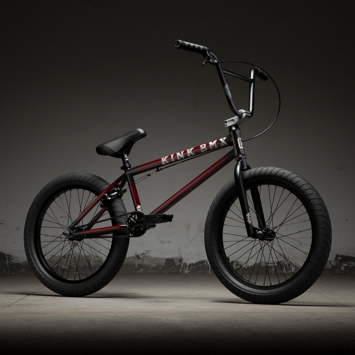 BMX-Велосипед KINK Gap (Gloss Trans Black Cherry Friction Fade)