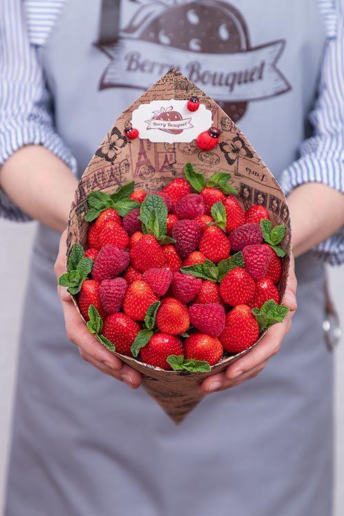 bff67ef6ff99b Букет Мини Малина – купить с доставкой по Москве и СПб   Интернет-магазин  клубничных букетов «Berry Bouquet»