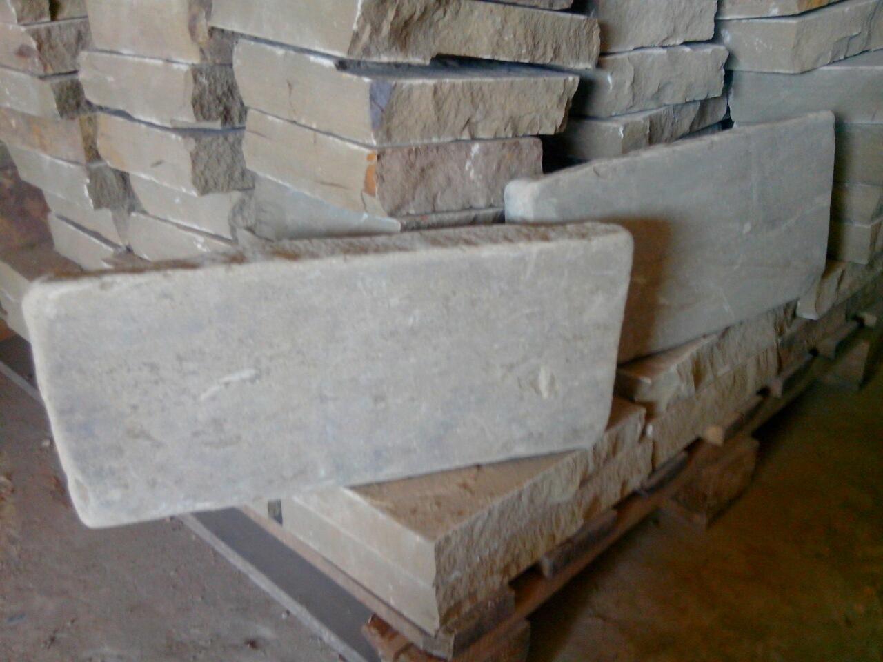 Бортовой камень колото-галтованный Серый образец