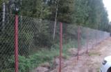 Установка забора из сетки Рабицы с бурением отверстий в грунте и монтажом столбов с засыпкой щебнем