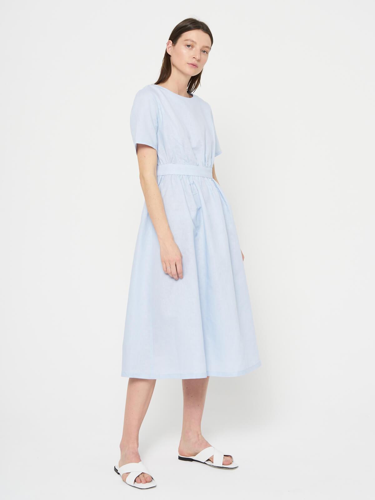 Платье льняное с вырезом на спине