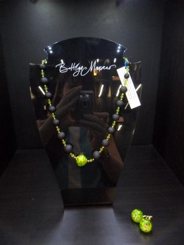 Ожерелье Монте Амиата с салатовой бусиной