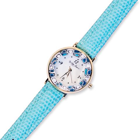 Часы на голубом кожаном ремешке с бело-синим циферблатом