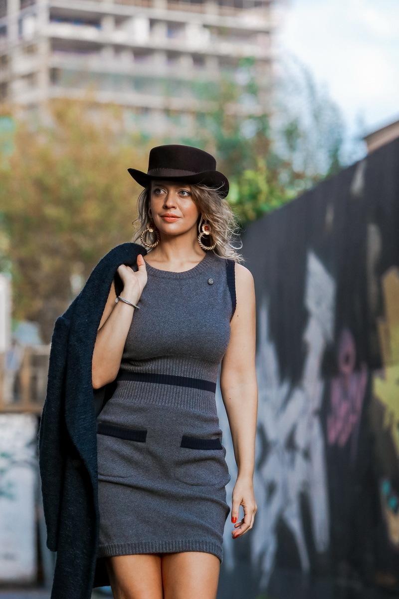 Красивое платье из шерсти серого цвета от Chanel, 38 размер.