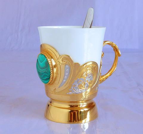 Кофейная чашка с малахитом