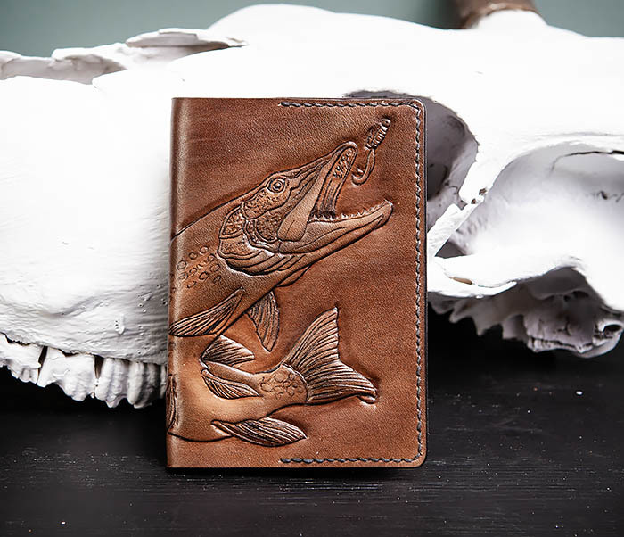 BC172 Обложка на паспорт с изображением щуки, ручная работа фото 01