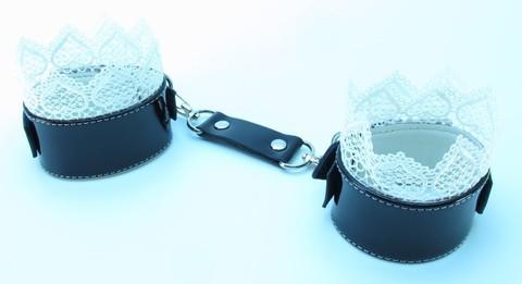 БДСМ наручники с кружевом - BDSM Light (эко-кожа)