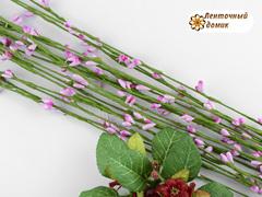 Веточка с розовыми тычинками