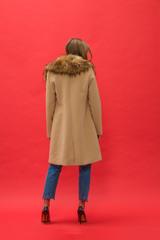 Пальто с воротником из искусственного меха
