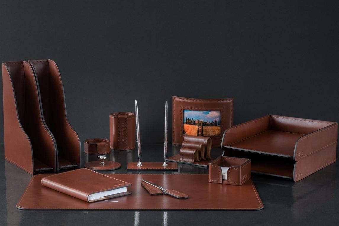 На фото набор на стол руководителя 70719 14 предметов кожа LUX Full Grain цвет