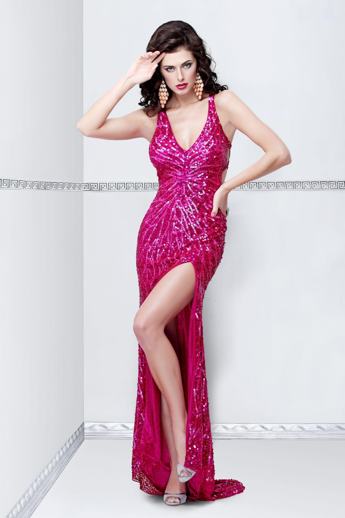 Длинное платье Rosalina 97251 в розовом цвете с вырезом на спине