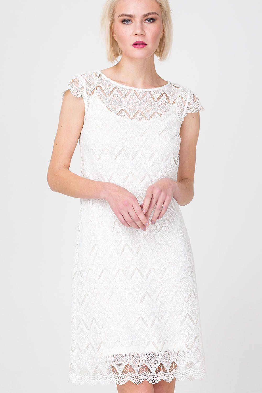Платье З381-600 - Маленькое белое платье – явный конкурент маленького черного. Модель из полупрозрачного кружева выглядит очень соблазнительно. Платье приталенного силуэта тактично очерчивает изгибы тела, эластичная ткань не сковывает движений. Модель элегантной длины подчеркивает красоту ног и создает выгодные пропорции.