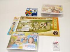 Комплект мебели для кухни, спальной и ванной с набором для раскрашивания и клеем