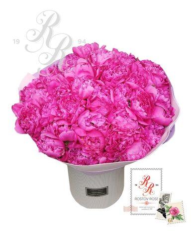 Розовый пион в коробке