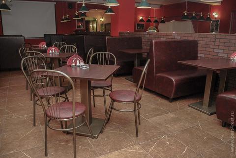 Столы, стулья и диваны для бильярдного зала
