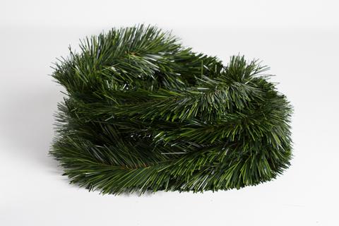 Гирлянда - еловая ветка. Длина - 4,8 м, длина хвои - 3 см