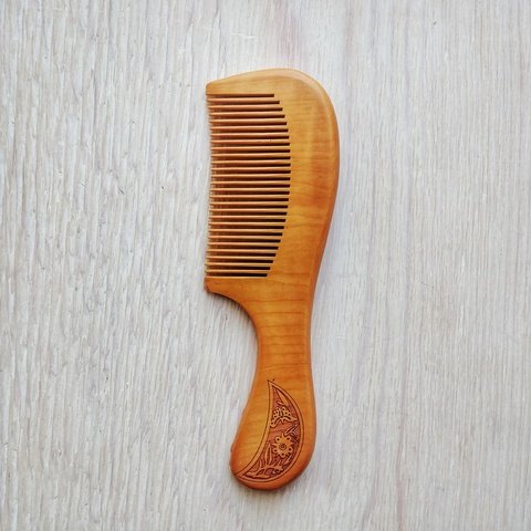 Расческа деревянная с ручкой, 180*55 мм