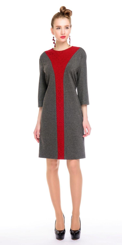 Платье З132-448 - Платье свободной формы рукавом 3/4 из плотного, хорошо держащего форму,  трикотажа. Контрастная, вертикальная вставка из фактурного трикотажа визуально  стройнит и вытягивает фигуру. Кулиса на спинке позволяет регулировать приталенность модели.