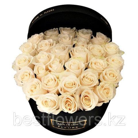 Кремовые розы в коробке Maison Des Fleurs