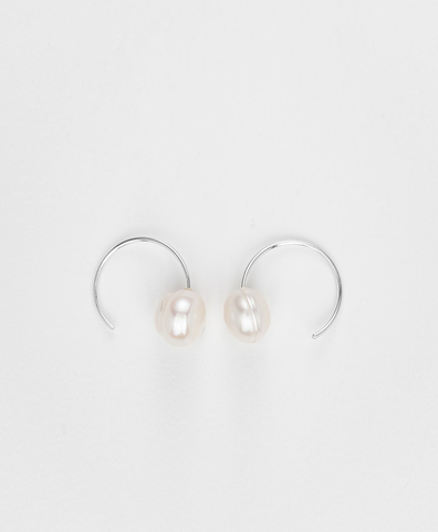 Серьги The Snail-Still Hour Pearl Hoops silver