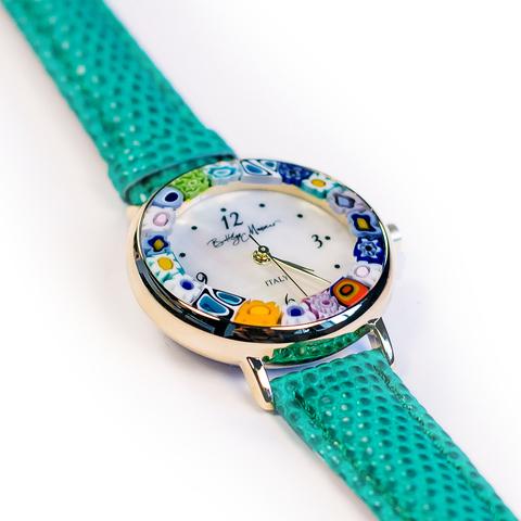 Часы на зеленом ремешке из муранского стекла