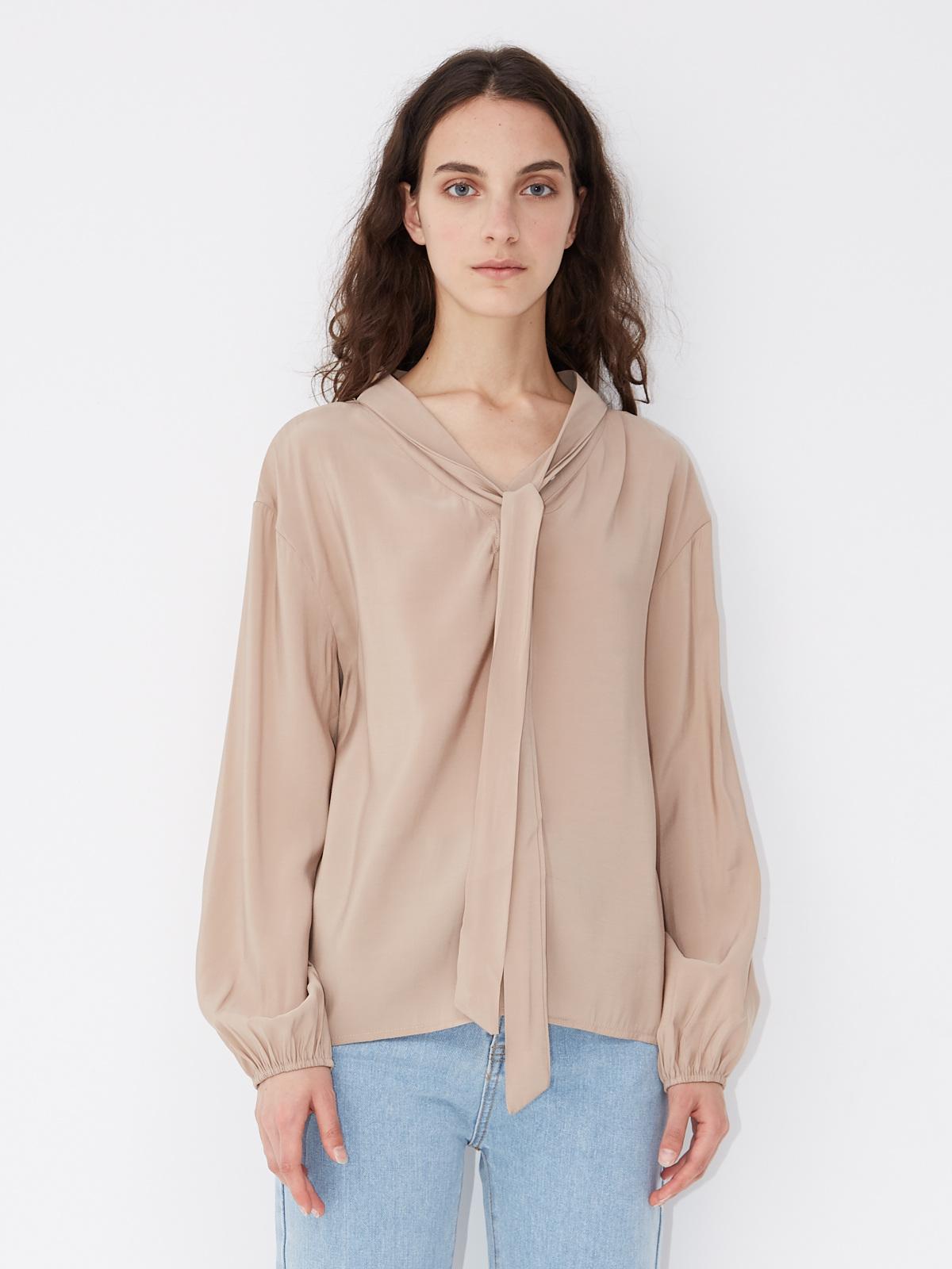 Блуза с завязкой на воротнике