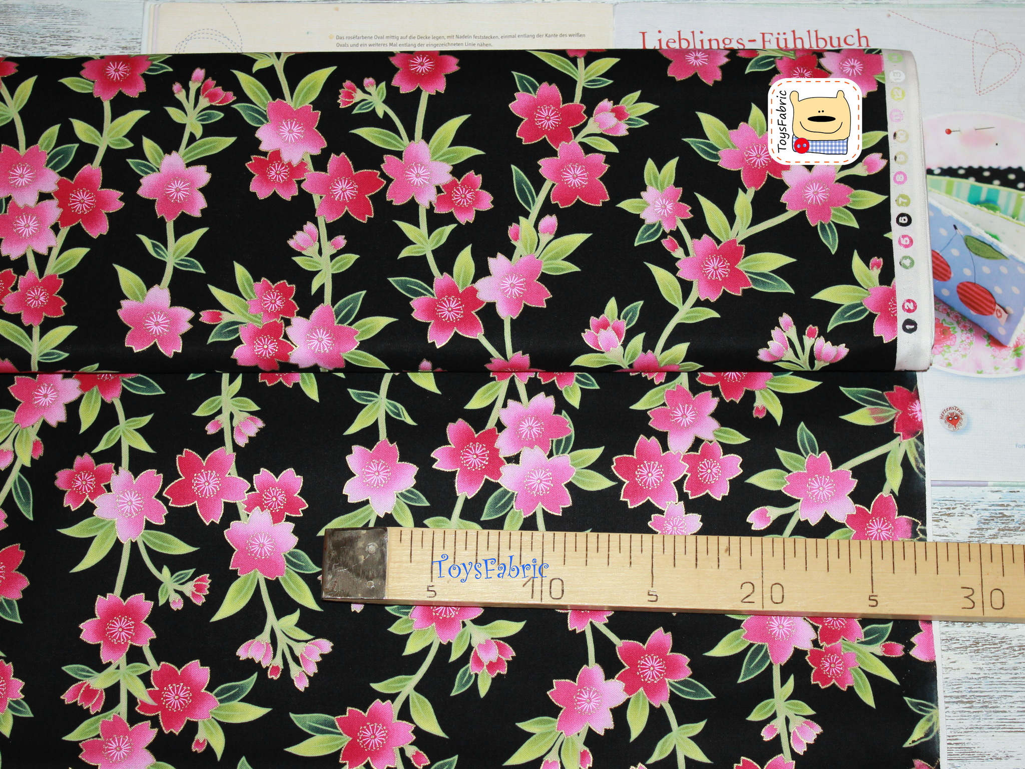 Ткань для пэчворка 20806 (цветы на чёрном) 45х55см