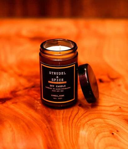 Свеча ароматическая в темном стекле Штрудель и специи, Banka home