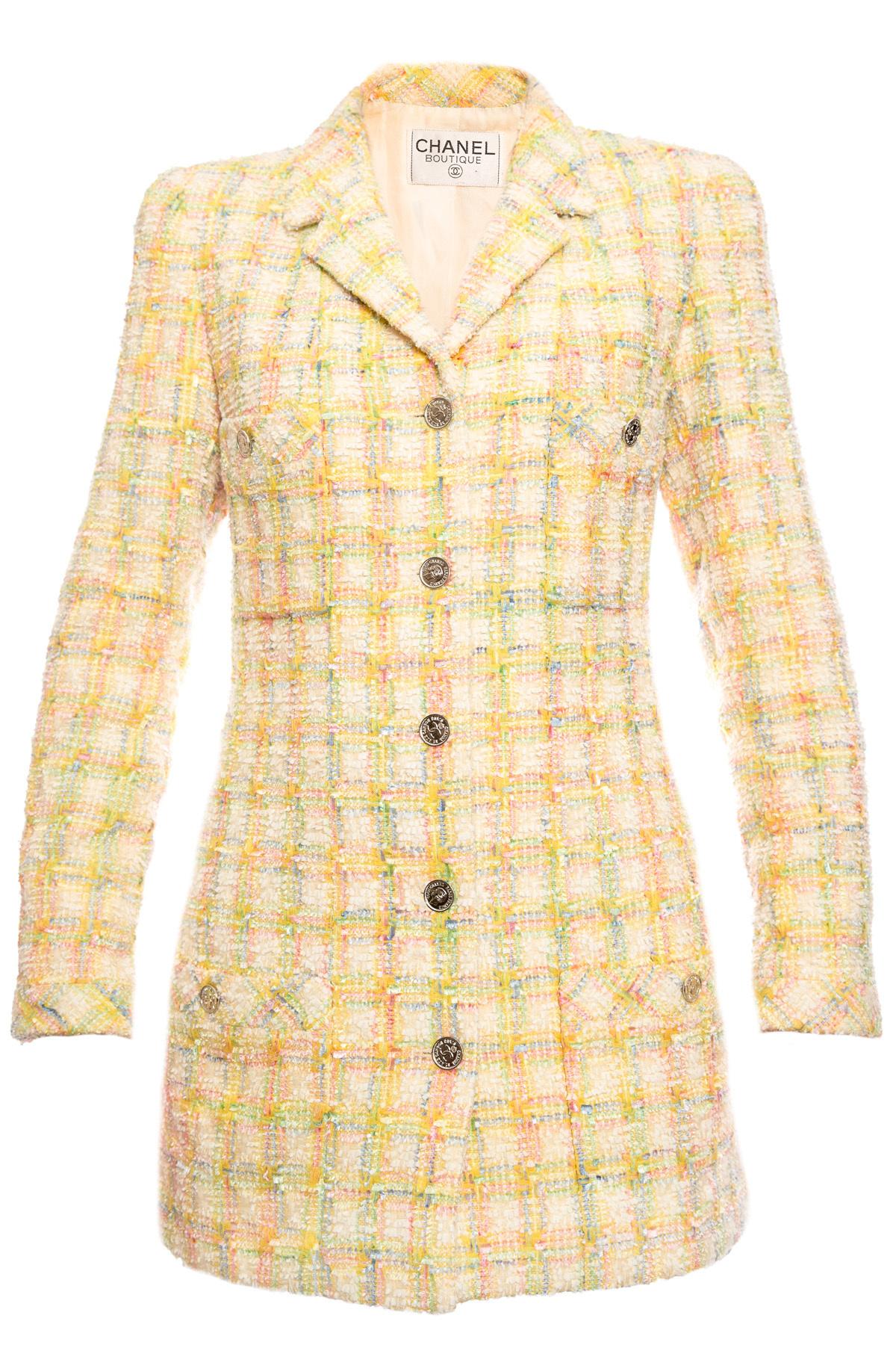 Стильный твидовый пиджак в клетку от Chanel, 40 размер– купить в ... d66f431dfa7