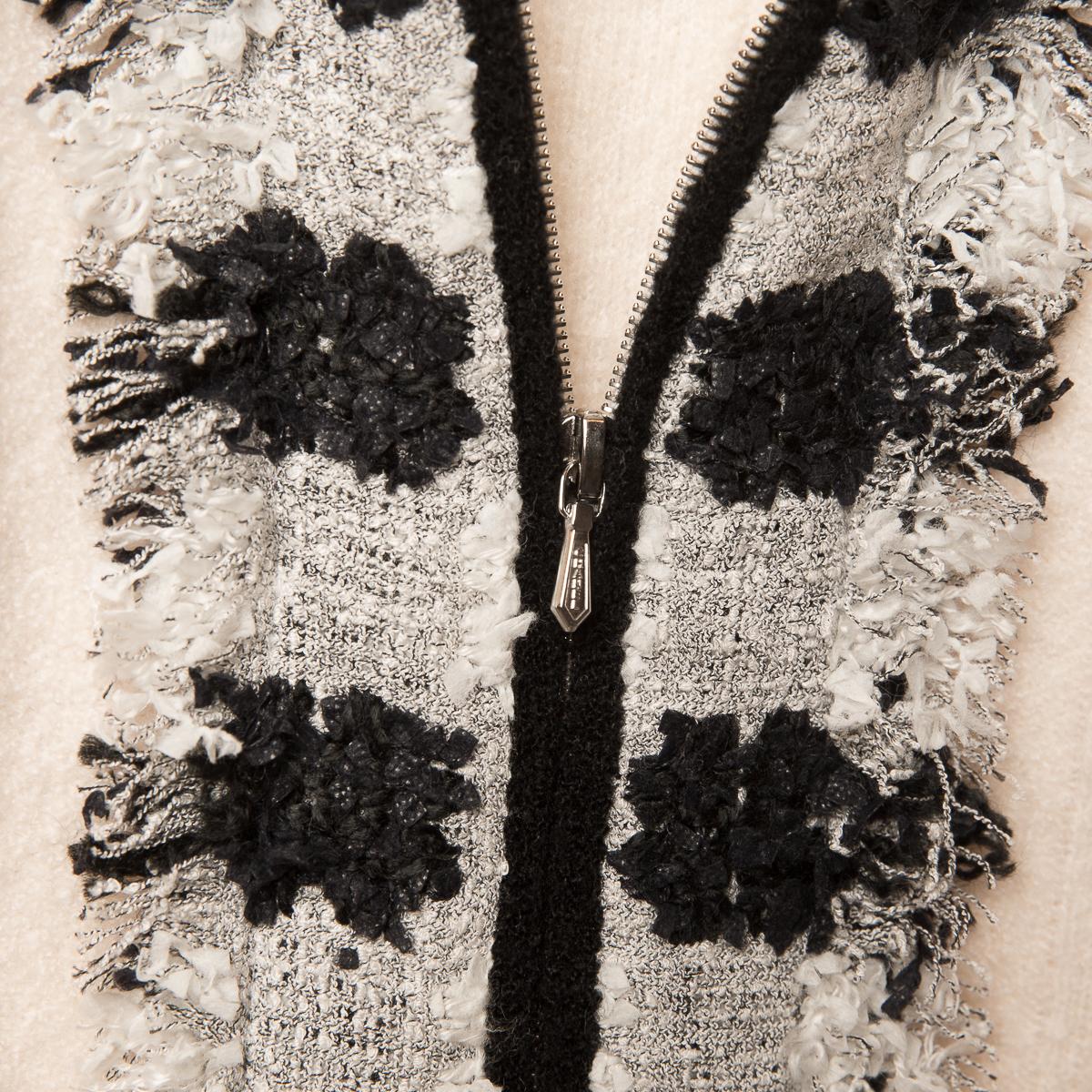 Элегантный кардиган из кашемира кремового цвета от Chanel, 38 размер.