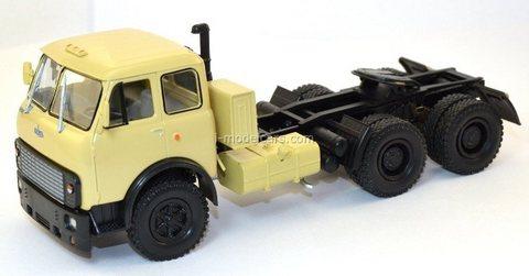 MAZ-515B 1977 truck tractor beige 1:43 Nash Avtoprom