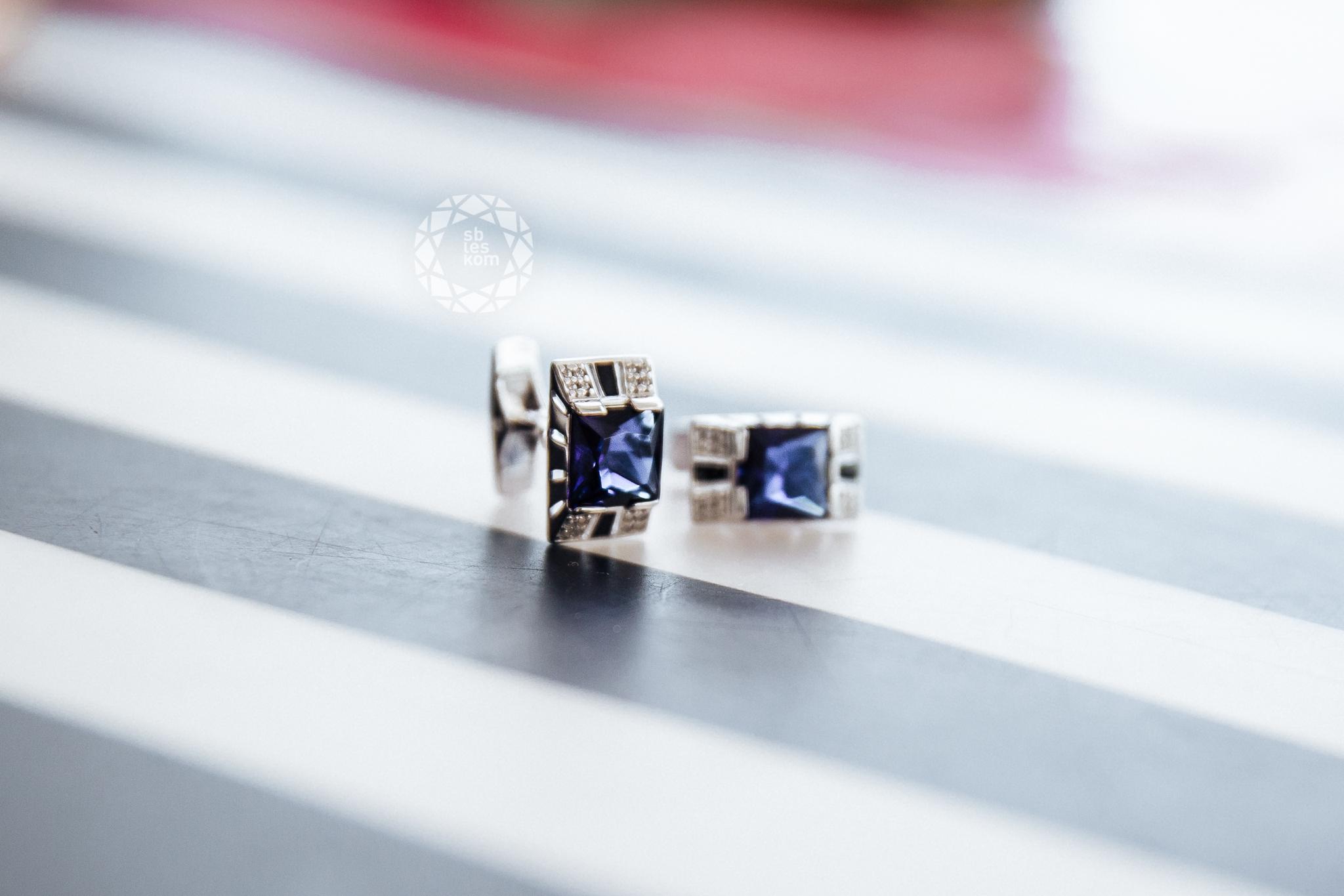 Запонки из серебра с эмалью с синими фианитами