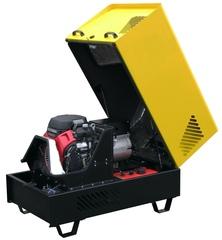 Бензиновый генератор в шумозащитном всепогодном кожухе с открытой крышкой