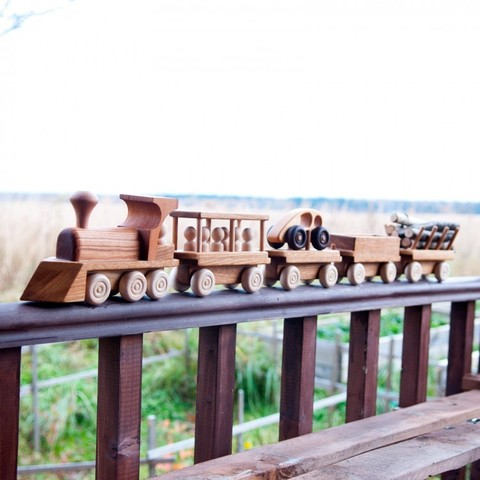 Большой паровозный состав с 4 вагонами