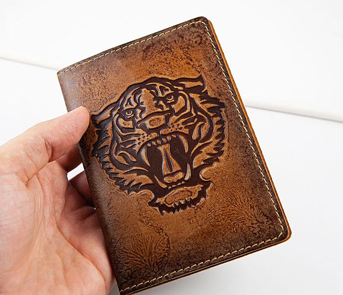 BY14-09-03 Обложка для паспорта с тигром, натуральная кожа фото 03