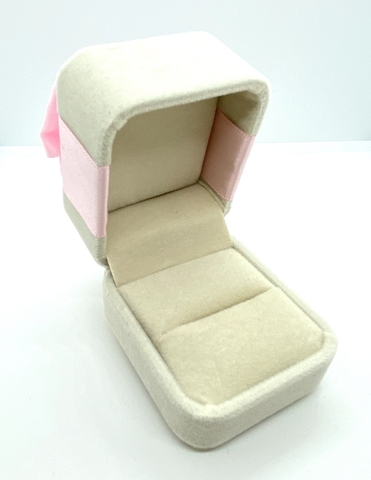 Подарочная, бархатная коробочка для кольца с бантом