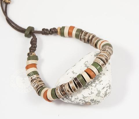 BD157 Этнический мужской браслет из дерева и камня на затяжках