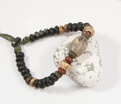 BD158 Яркий мужской браслет из камней и дерева на затяжках