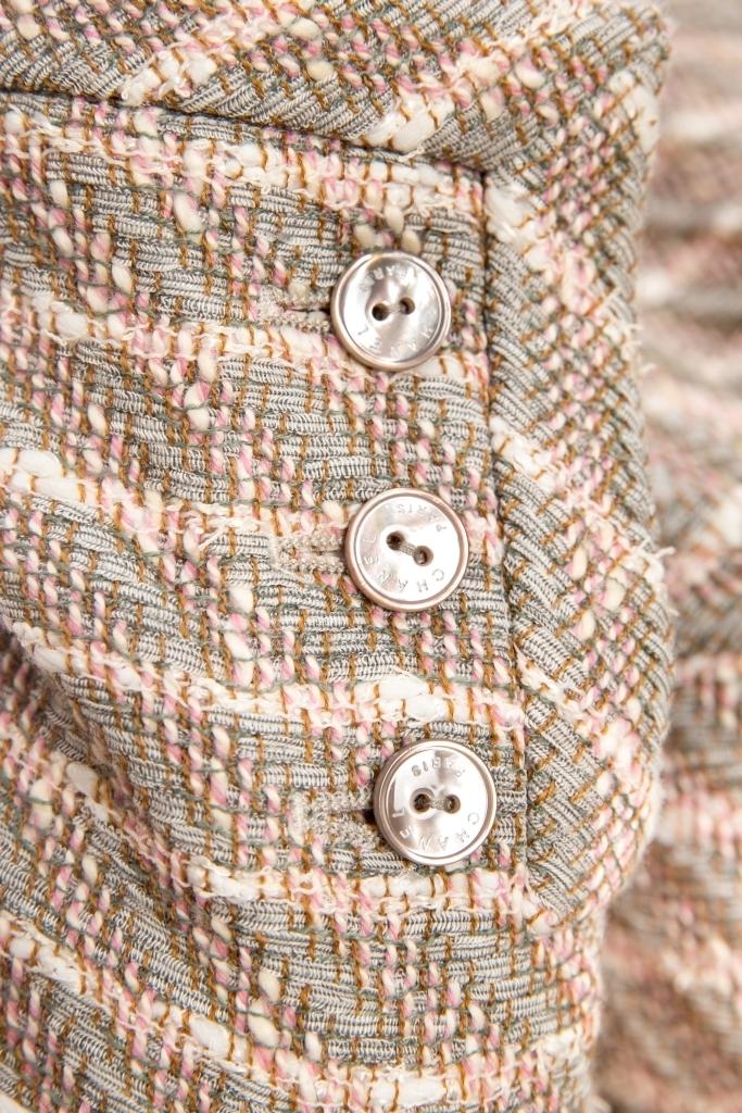 Изысканный жакет из твида от Chanel, 48 размер.