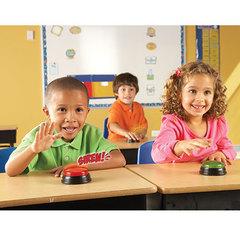 Школьные занятия с использованием игры Гигантские кнопки Свет и звук Learning Resources