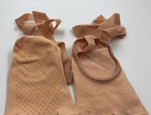 Носочки с вырезами и завязками Yogatops (для йоги, пилатеса и фитнеса)