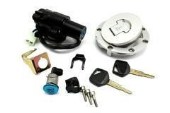 Крышка бензобака, замок зажигания, замок бардачка и комплект ключей для мотоцикла Honda CB400 92