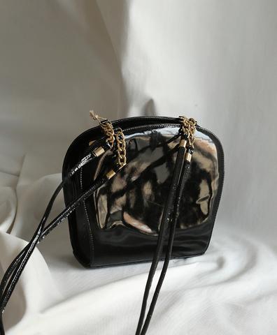 Черная сумка на длинных ремешках