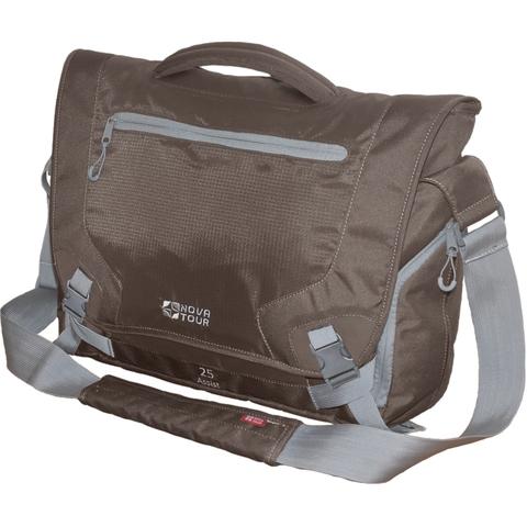 Практичная для деловых людей Размеры сумки позволяют переносить даже объемный ноутбук и большое количество документов. В сумке имеется удобный карман с органайзером и объемные боковые карманы для мелочей. Удобство при транспортировке сумки во время путешествий обеспечивает приспособление для крепления на выдвижную ручку чемодана.