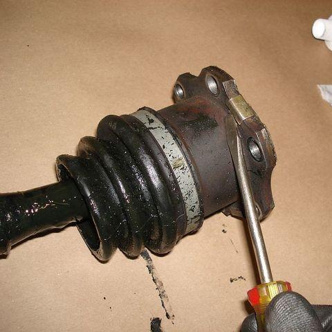 Замена внутреннего пыльника ШРУС Nissan Navara