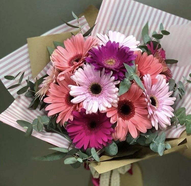 Букеты из 4 герберов фото, роз своими