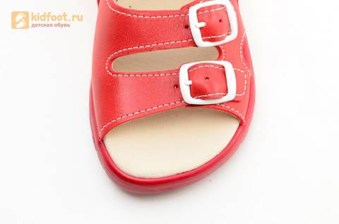 Босоножки Тотто из натуральной кожи с открытым носом для девочек, цвет Красный, 1082B. Изображение 12 из 16.