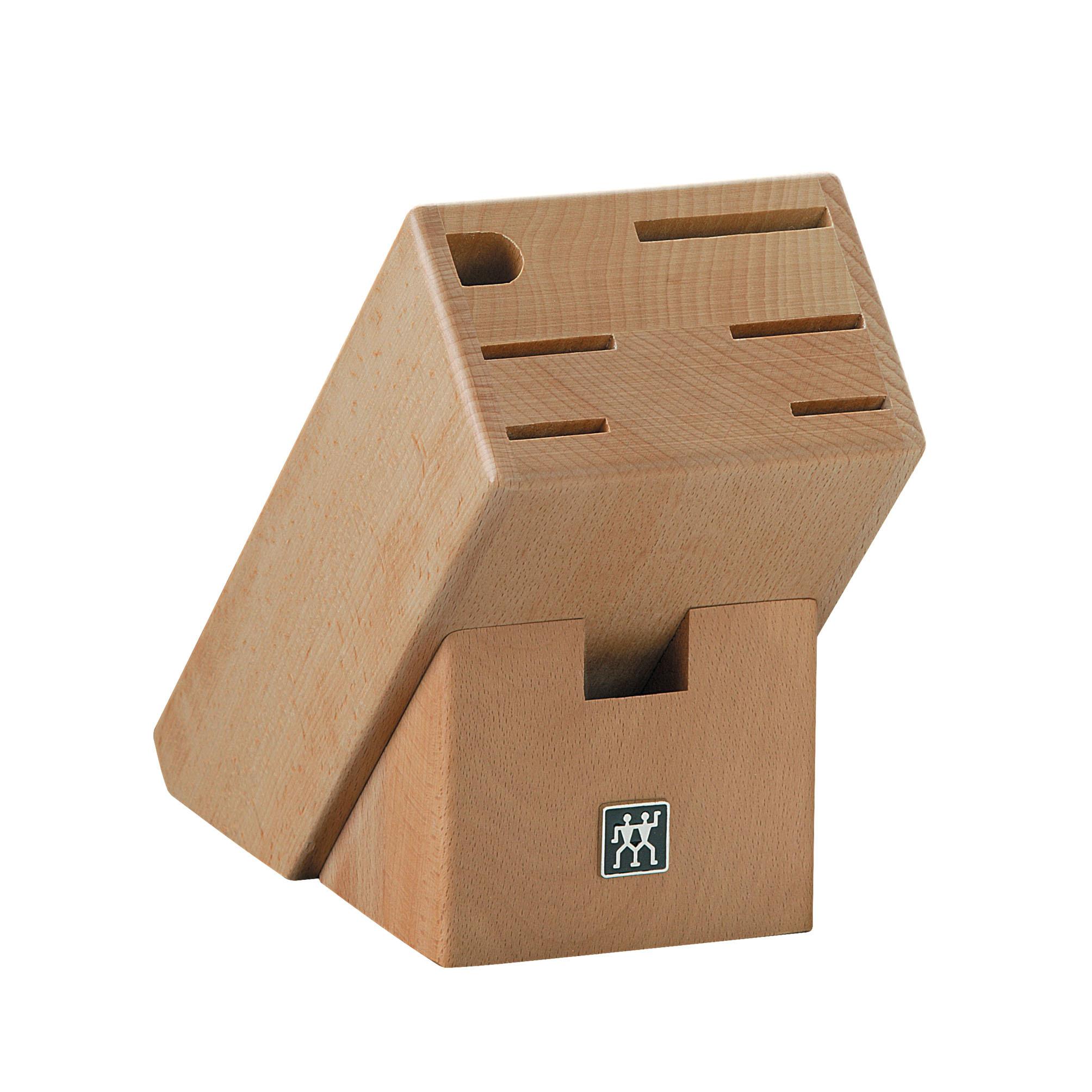 Подставка для ножeй деревянная Zwilling 35149-400Деревянные подставки<br>Подставка для ножeй деревянная Zwilling 35149-400<br><br>Изготовлена: из бука. Имеет 7 отделений.<br>Применение: для хранения ножей.<br>Уход: Протирать по мере загрязнения влажной тряпочкой. Иногда наносить тонким слоем растительное масло для предотвращения впитывания деревом воды. Не оставлять в воде, не мыть в посудомоечной машине, не ставить около источников интенсивного тепла.<br>Использовать только по назначению! Не рекомендуем также хранить во влажных условиях. Хранить в недоступном для детей месте.<br>