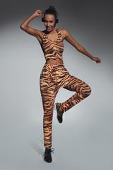 Спортивные леггинсы тигровой окраски с карманами